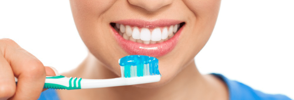 flouride toothpaste for a white smile
